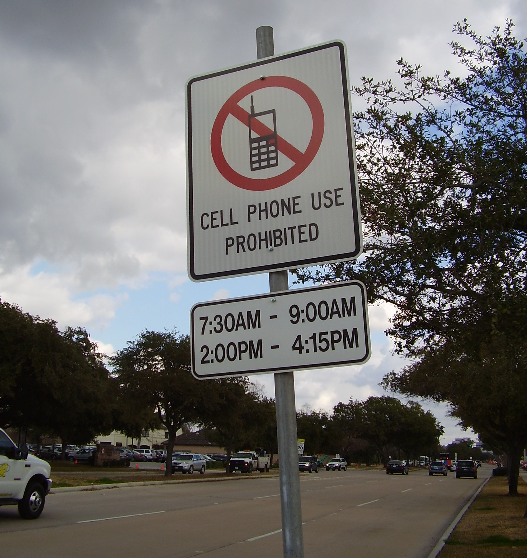 should cell phones be banned in public places I firmly believe that the use of cell phones should be allowed in public places  who knows that there is an urgent need to talk the city council should not ban  cell.